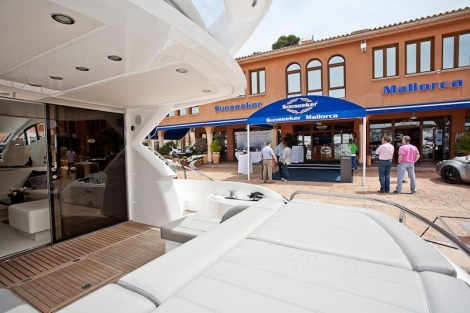 The Sunseeker Mallorca office in Port Adriano occupies a prime position in the popular marina
