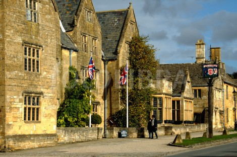 Eat, Drink, Sleep: A Cotswolds journey by Sunseeker Cheshire