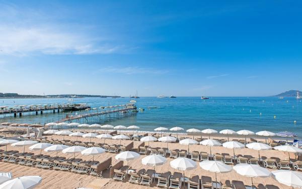 DRINK: C Beach, 45 Boulevard de la Croisette, 06400 Cannes