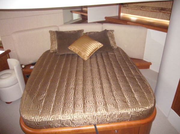 3 well-appointed cabins accommodate 6 guests, with a large Aft Master Cabin