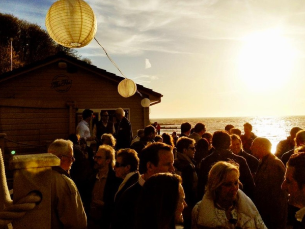 EAT: The Hut, Colewell Bay, Freshwater, Isle of Wight, PO40 9NP