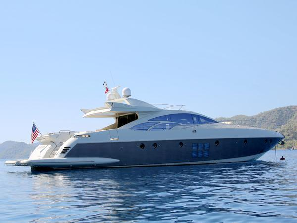 With aggressive styling and sports performance, the Azimut 86S is a popular model