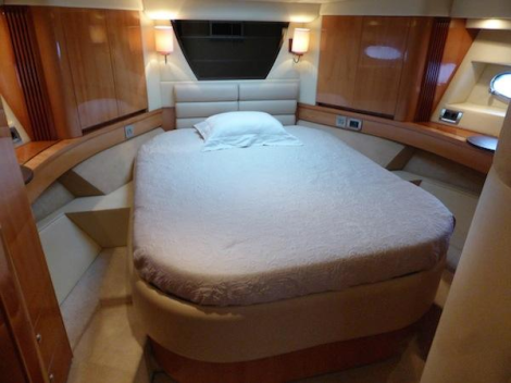 This Sealine T60 she offers a light and clean interior with ample space to sleep 6 guests