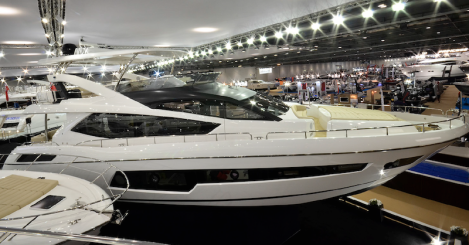 With hull windows stretching from the Master Cabin to the Forward VIP, in addition to the enlarged Saloon windows and glass roof, the 75 Yacht's interior is filled with natural light