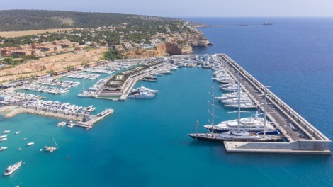 Port Adriano is a popular boating destination in Mallorca, with stunning facilities, bars, restaurants and, ultimately, surroundings!