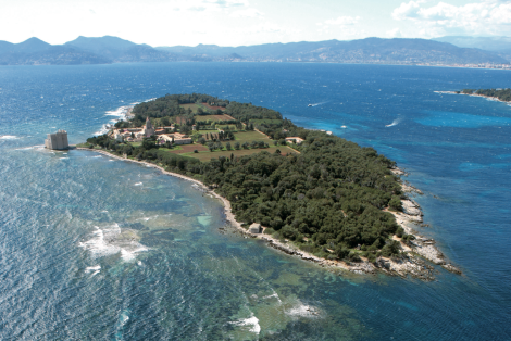 The Grand Prize for the 3rd Globe Brodeurs Cup will be a charter around the Iles de Lérins with Sunseeker La Napoule