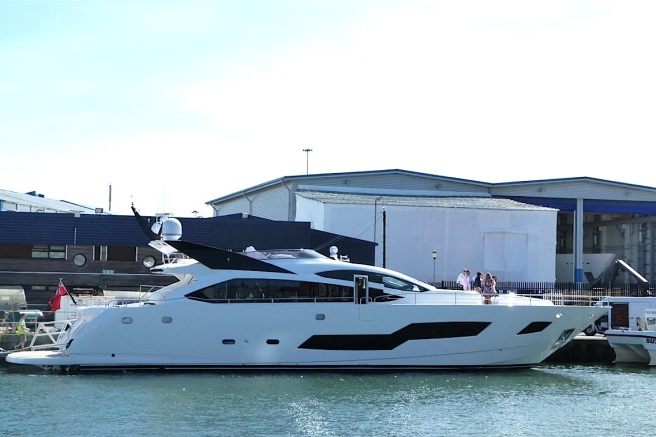 The second 101 Sport Yacht from the Sunseeker International shipyard was sold by Sunseeker France