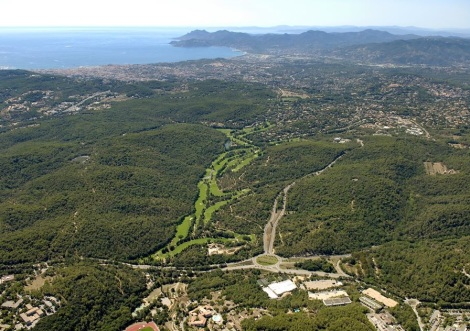 The 18 hole Cannes Mougins course is located in one of the most stunning spots along the French Riviera