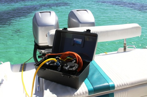 Whether for underwater boat maintenance or family dives, the Double Deck Snorkel is ideal
