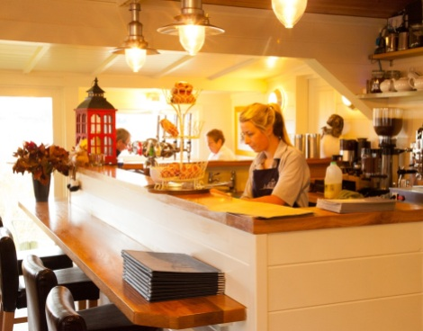 Serving delicious breakfasts, teas and dinner, the South Deep Café is the ideal place to stop off when boating