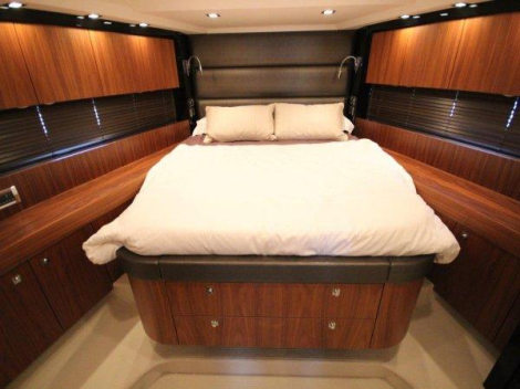 """""""LADY ICE"""" accommodates 6 guests in 3 cabins, with 2 ensuite bathrooms"""