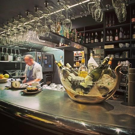 Le Bouche à Oreille is the perfect wine bar in Cannes