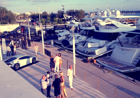 Guests arrived at the Sunseeker Rendez-vous to the sight of 23 Sunseekers and a selection of luxury supercars from Al Ghassan Motors