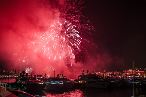 Against the backdrop of the annual Cannes Pyrotechnic Art Festival, Sunseeker Rendez-vous guests danced the night away