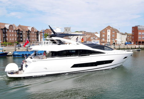 Giving displacement speeds and an extended range, the 86 Yacht is a long range Sunseeker