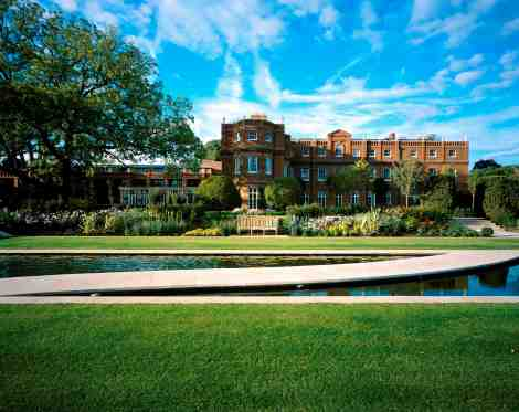 The former home of the Earl of Clarendon, The Grove Luxury Hotel, Spa & Golf Resort, is an ultimate luxury getaway nearby to London