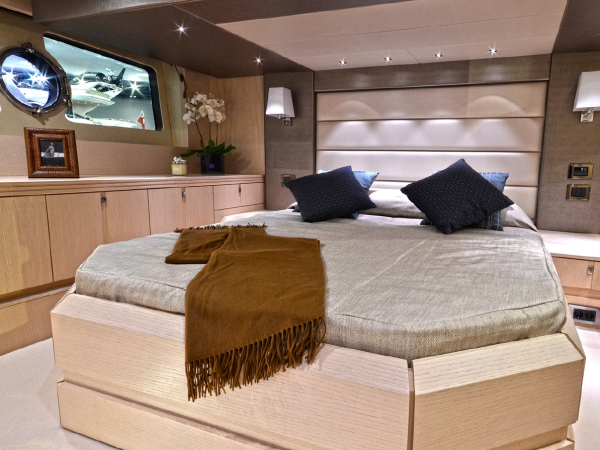 Accommodating 4 guests in 2 spacious cabins, the Sunseeker San Remo offers maximum comfort and living space onboard
