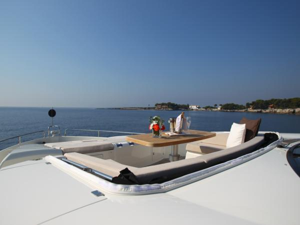 With exterior and interior space in abundance, the Sunseeker Predator 84  offers unrivalled volume