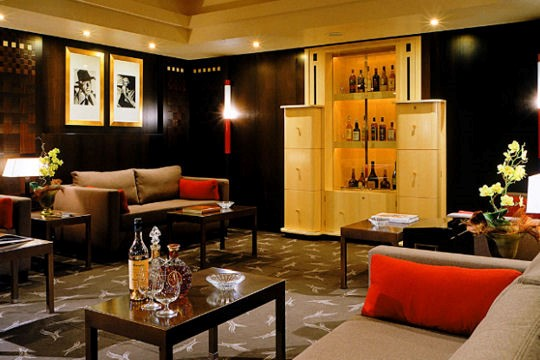 Drink: L'Amiral Bar, Grand Hyatt Cannes Hôtel Martinez, 73, La Croisette, 06400 Cannes, France