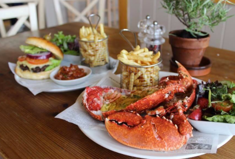 A wide range of delicious food is offered, from luxurious Lobster & Burgers to prime cuts of steaks and locally sourced fish