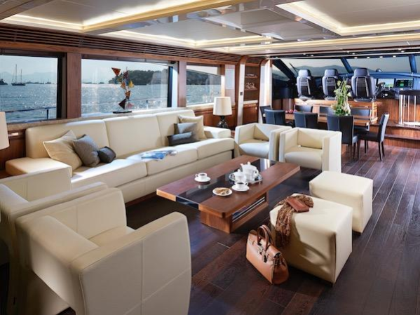 Characterised by an expansive Saloon and sports features including Triple Helm Seats, the 101 has a true Sunseeker pedigree