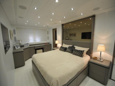 "Sunseeker Cannes lists Mangusta 108 ""NAISCA V"" for sale"