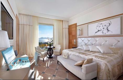 LOVE: Grand Hyatt Cannes Hotel Martinez, 73 Boulevard de la Croisette, 06400, Cannes.