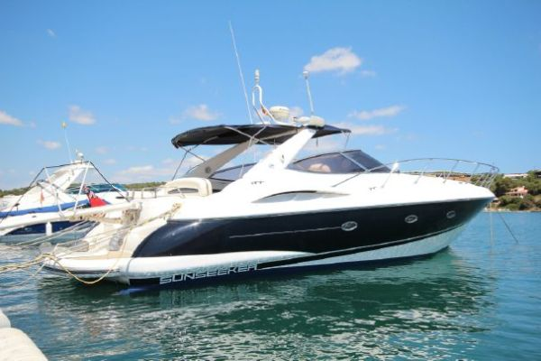 Sunseeker Southampton acted on behalf of the buyer of this Camargue 44 in Menorca