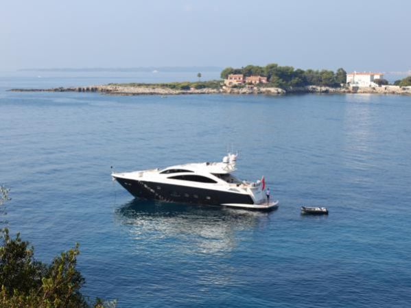 "Guests enjoyed a charter onboard Sunseeker Predator 84 ""FIRECRACKER"""