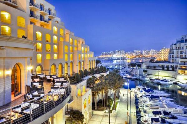 DRINK: Quarterdeck Bar, The Hilton Malta Hotel, Portomaso, St Julian's, Malta