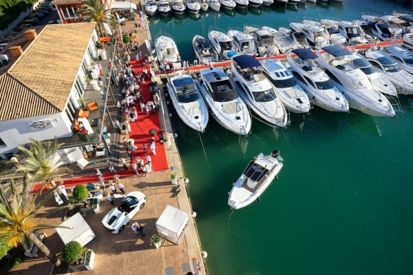 McLaren cars were exclusively presented at the entrance of the Sunseeker Mallorca office