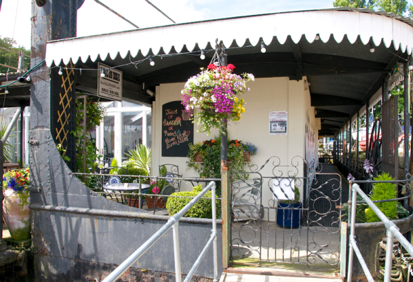 EAT: The Ferry Restaurant, The Elephant Boatyard, Lands End Road, Old Bursledon, Hampshire, SO31 8DN