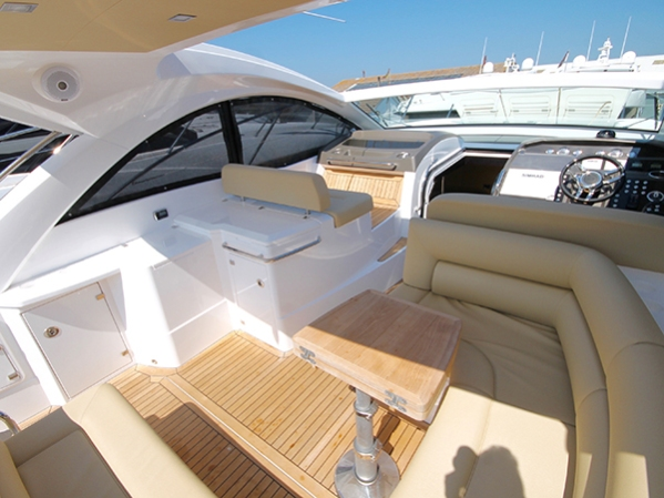DRIFTWAY boasts a spacious cockpit perfect for summer boating in the UK or abroad