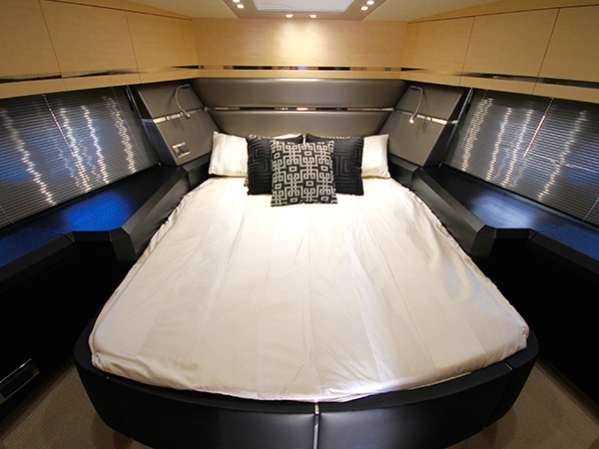 DRIFTWAY master cabin is complete with a modern interior and luxury features