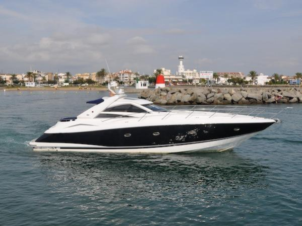 This current Sunseeker Owner has committed to a larger yacht, so offers are very welcome for a quick and easy sale.