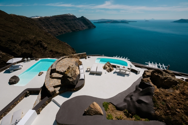 Aenaon villas is situated at the highest and narrowest part of Santorini