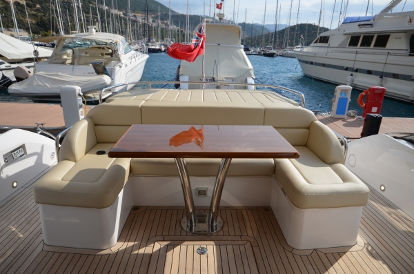 Vast cockpit and flybridge space; perfect for sunbathing and entertaining