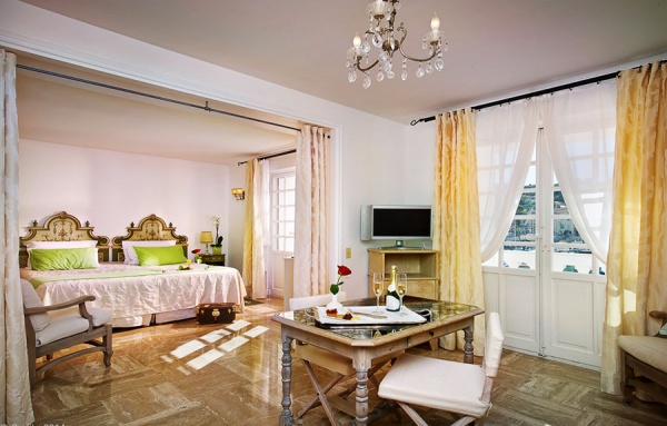The hotel has 45 rooms, including suites and junior suites, offering distinctive comfort in the Florentine style