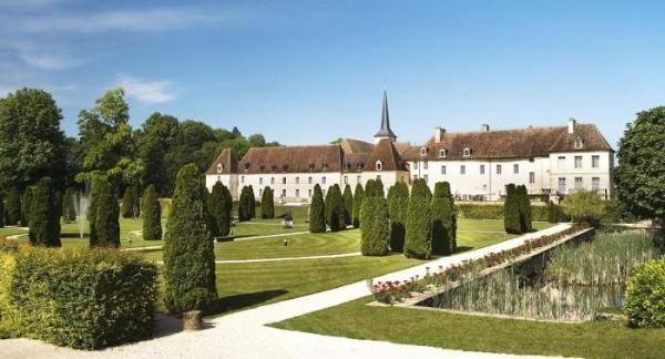 Guests will enjoy 6 nights in some of the worlds finest hotels inlcuding, Chateaux de Gilly