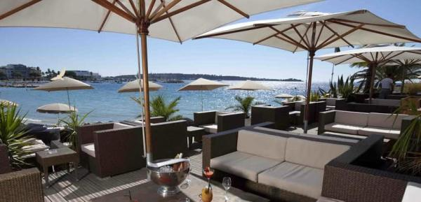 Ecrin Plage is located on the Cannes Croisette and is open throughout the whole year