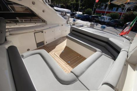 'MOUSE OVER II' offers a spacious cockpit with a well equipped wet bar
