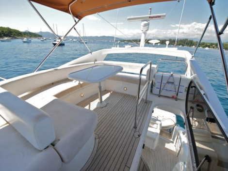 Large flybridge area for entertaining and hosting guests in the sun!
