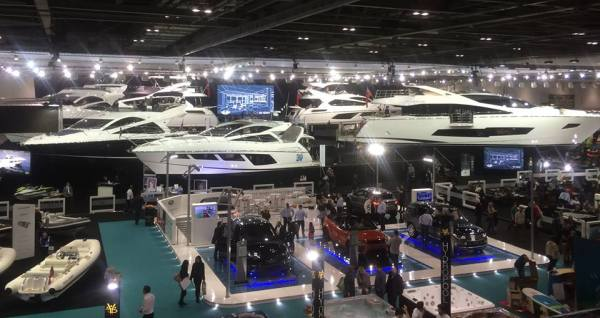 Guests and visitors to the show marvelled at the grand Sunseeker stand, which took centre stage next to the Sunseeker Champagne Bar and friends Williams tenders and Land Rover