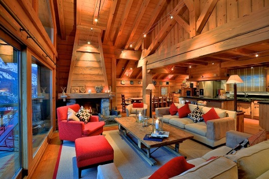 Built in traditional style, this Meribel chalet offers fantastic accommodation, panoramic views and an ideal location