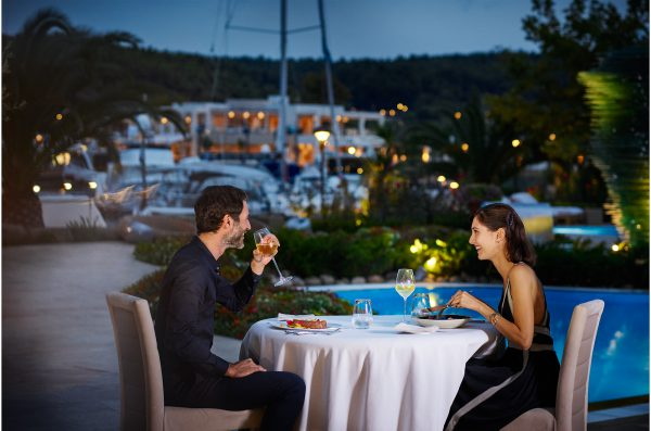 Soak up the vibrant atmosphere and stroll out to enjoy the fabulous choice of excellent restaurants and lively bars on your doorstep at Sani Resort