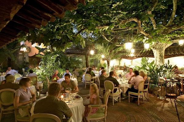 The inner court yard of restaurant L'Oasis