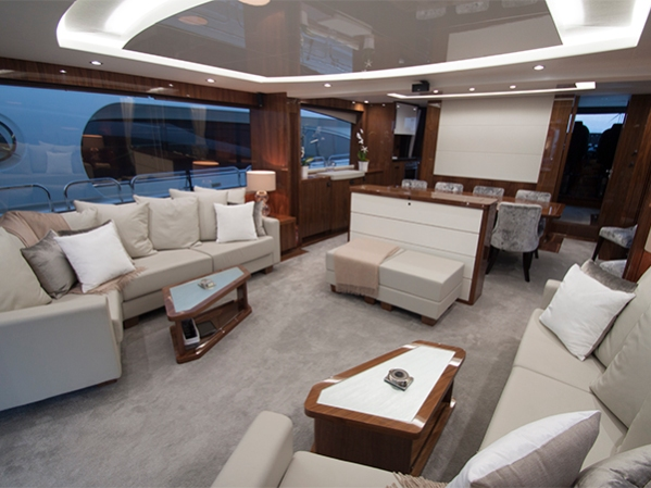The main deck saloon on the Sunseeker 86 yacht 'ROAMING SPUR'