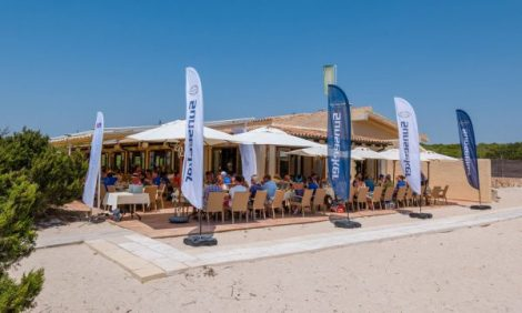 Sunseeker Owners' Cruise lunch in the sun