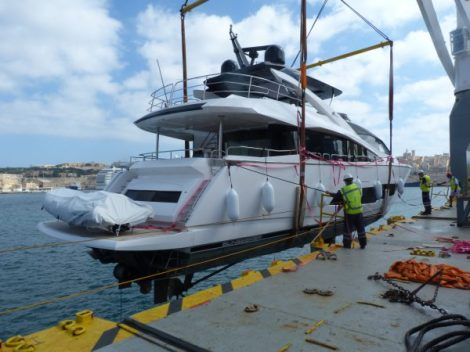 Unloading of Sunseeker 86 Yacht SAM K