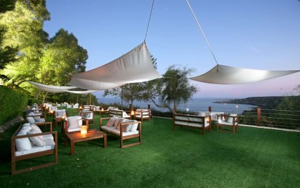 The Grecian Park Hotel offers the perfect settings to relax in